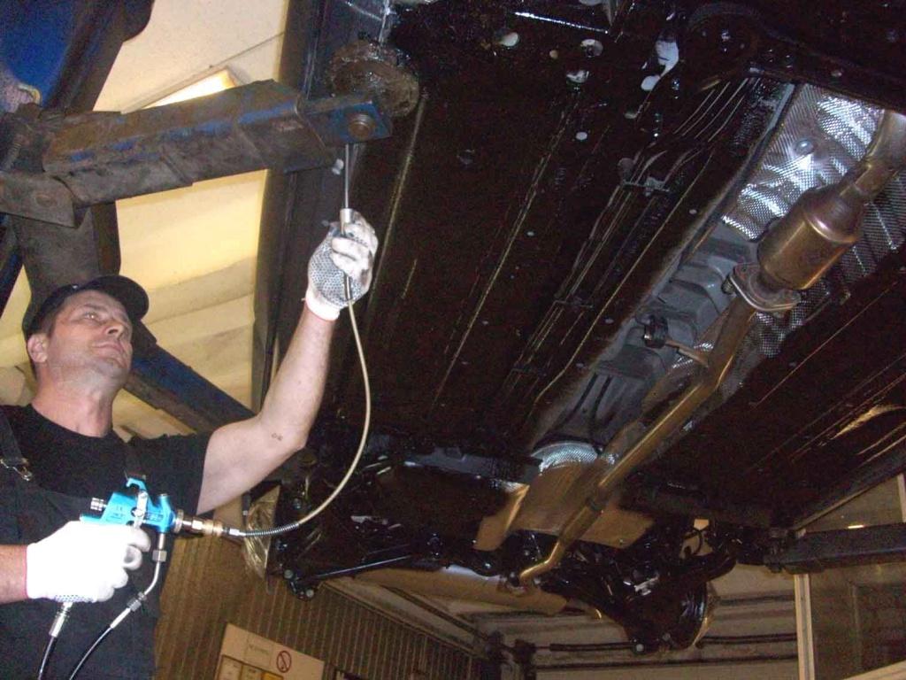 Как обработать днище автомобиля своими руками